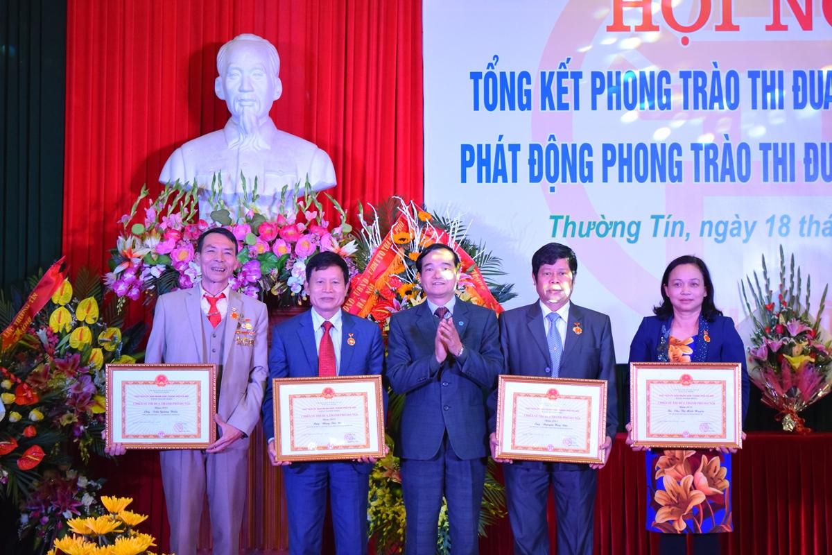Ha Noi - Huyen thuong tin tong ket phong trao thi dua yeu nuoc 2015 - 4