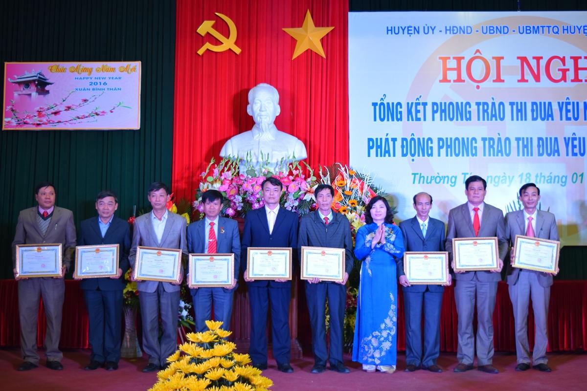 Ha Noi - Huyen thuong tin tong ket phong trao thi dua yeu nuoc 2015 - 7