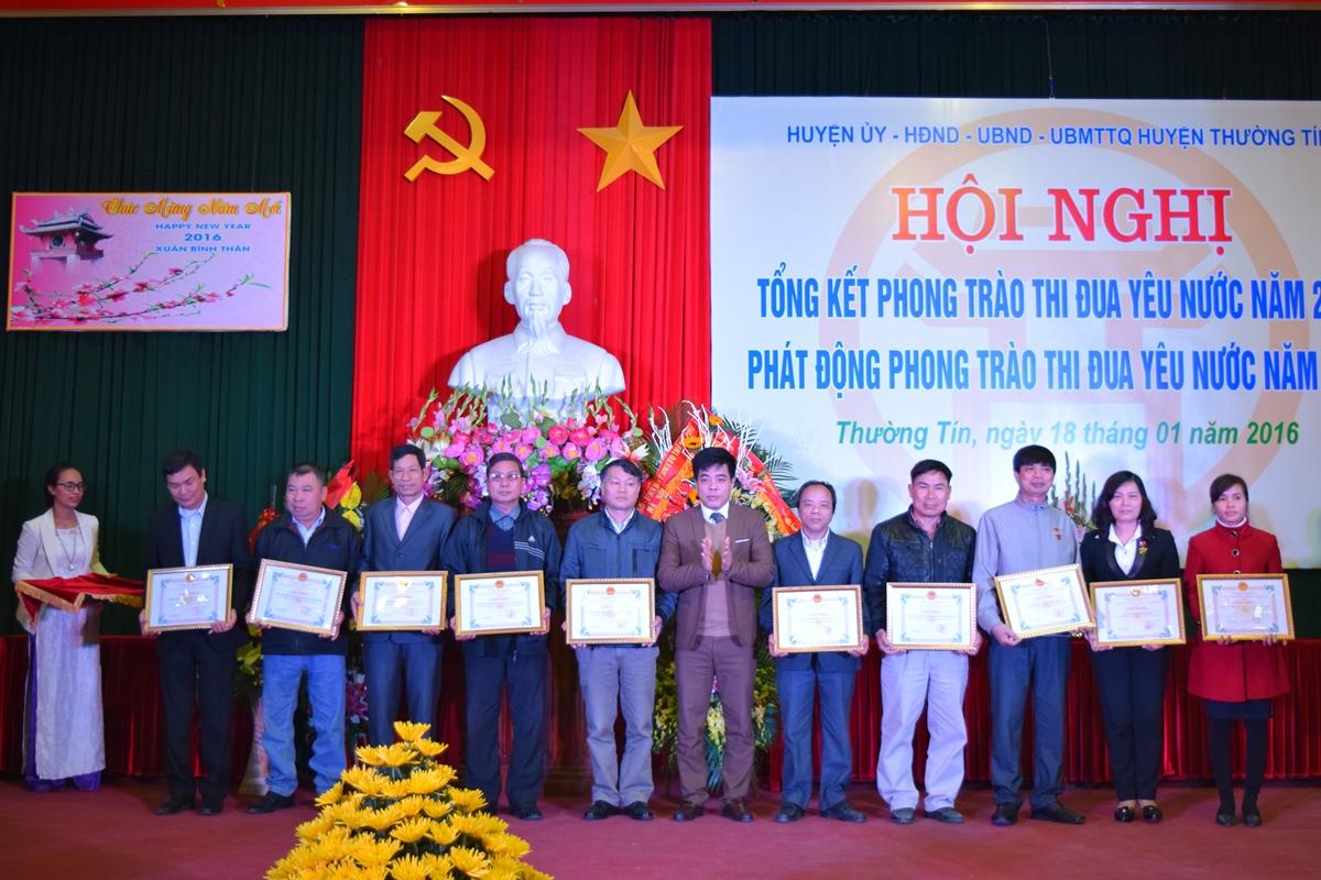 Ha Noi - Huyen thuong tin tong ket phong trao thi dua yeu nuoc 2015 - 8